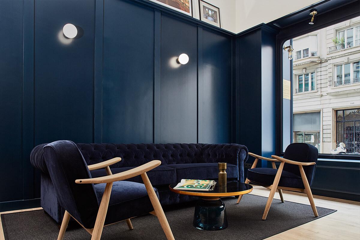 Fincas Layes sala de espera | Pablo Peyra Studio