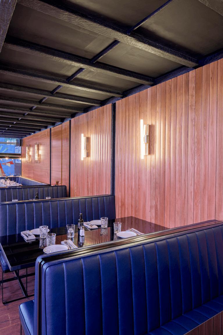 El Mama Restaurante mesas | Pablo Peyra Studio